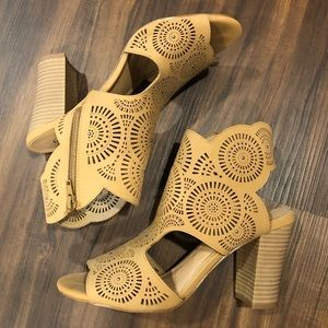 Size 9 Bendetti oped toed booties from Francesca's